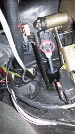 D Help Needed Slave Cylinder Rod Keeps Snapping Image on Pt Cruiser Clutch Master Cylinder
